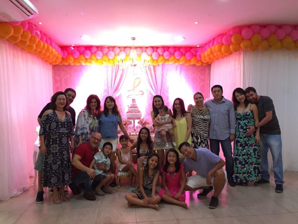 A família reunida em dezembro passado. Maria Luisa é a de amarelo.